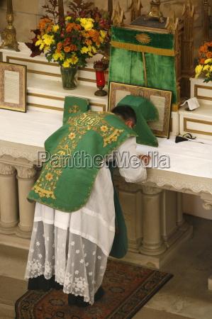 maenner mann fahrt reisen religion kirche