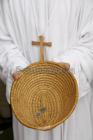 maenner mann fahrt reisen religion zahlungsmittel