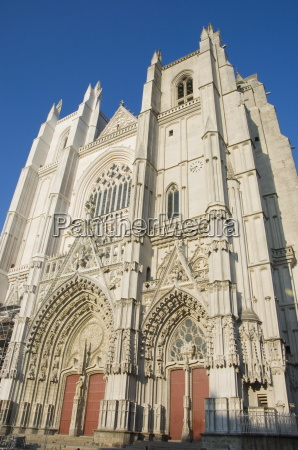 the front of the cathedrale de