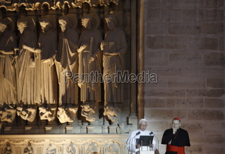 pope benedict xvi speaking to the