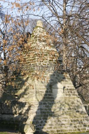 freimaurersymbol, einer, pyramide, im, parc, monceau, paris, ile - 20768099