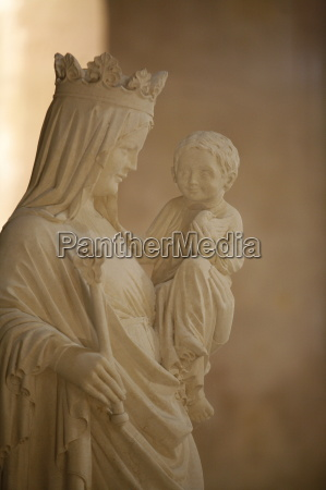 sculpture of the virgin and child
