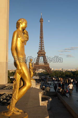 statues of palais de chaillot and