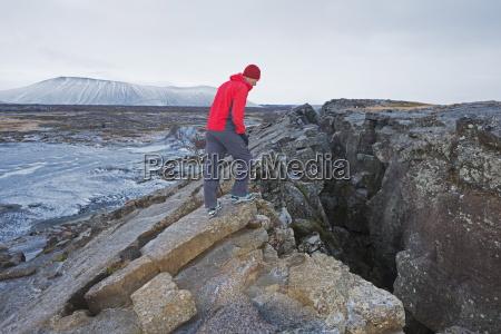 abweichende platten in einer vulkanischen spaltzone