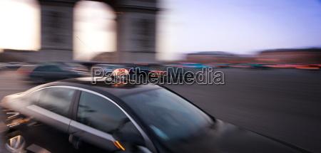 taxi arc de triomphe paris france