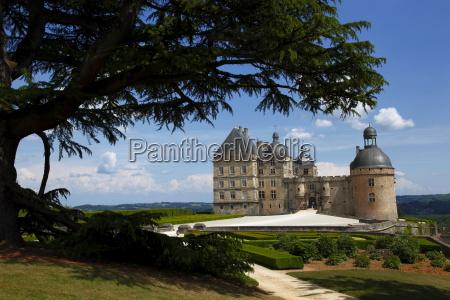 chateau de hautefort dordogne valley aquitaine