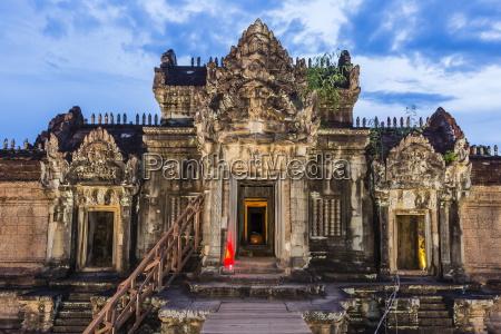 banteay samre temple at night angkor