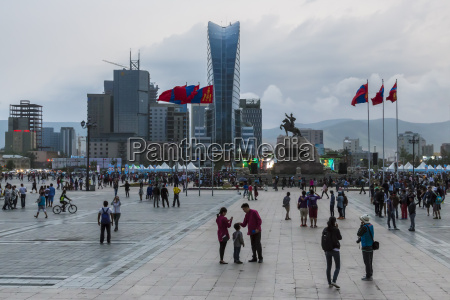 busy chinggis khaan sukhbaatar square evening
