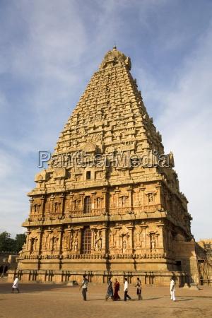 the gopuram of the bridhadishwara temple