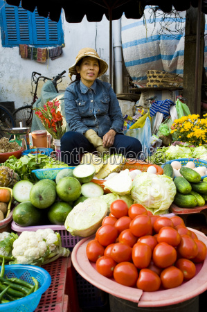 vegetable seller portrait hoi an market