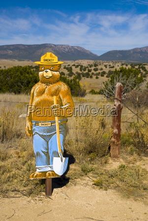 smokey bear brandschutz maskottchen in der