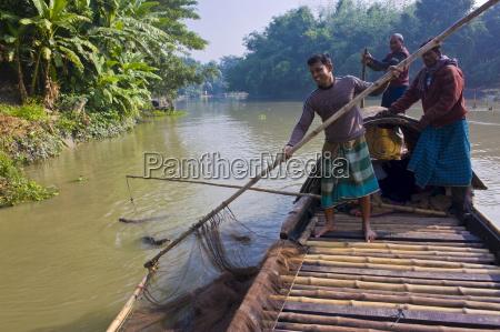 einzigartige fangmethode mit fischottern bangladesch asien