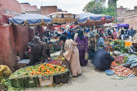 moroccan people buying and selling fresh