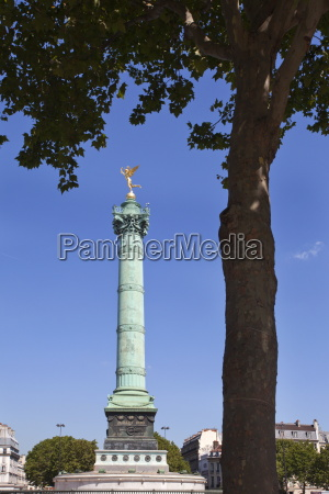 the july column in place de