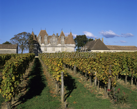 chateau de monbazillac and vineyard near