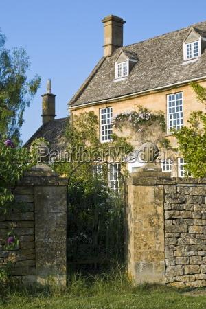 grand house period property mit trockenmauer