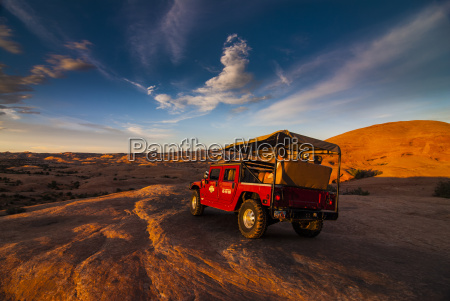hummer jeep on the slickrock trail