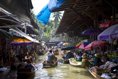 damnern saduak floating market bangkok thailand