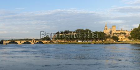 palais des papes and saint benezet