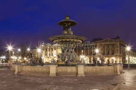 fountain at place de la concorde
