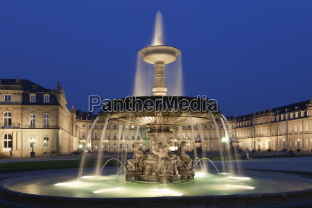 neues schloss castle and fountain at