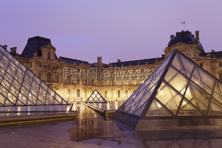 illuminated louvre museum and pyramid at