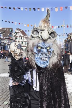fantasiemonsterkostuem schwaebischer alemannischer karneval gengenbach schwarzwald