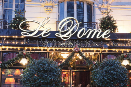 cafe le dome at christmas season
