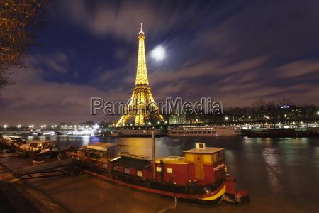 eiffel tower and ships on river