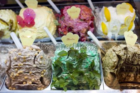 gelato eis shop mit minze haselnuss