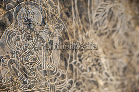 the mani stone carvings in the