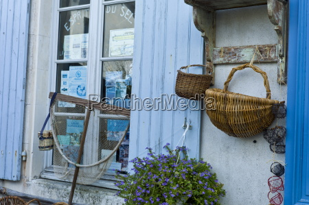 street scene souvenir shop esprit de