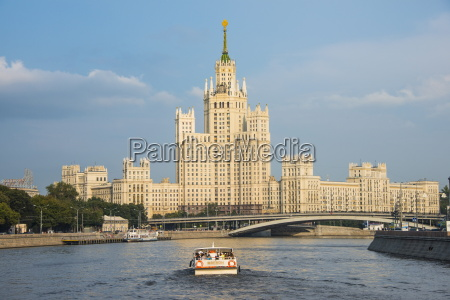 river cruise along the moskva river