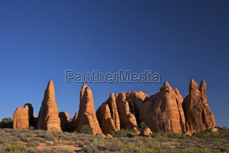 rock formation devils garden trailhead arches