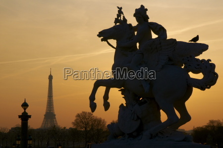 place de la concorde and eiffel
