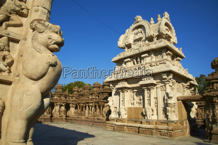 kailasanatha temple dating from the 8th