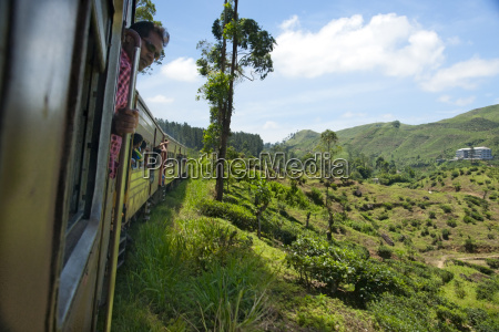 train from kandy to hatton hill