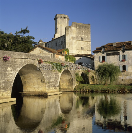 chateau de bourdeilles and dronne river