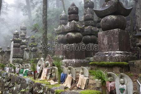 buddhistischer friedhof von oku no inkoyasan