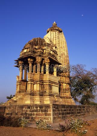 chaturbhuj temple at khajuraho built in