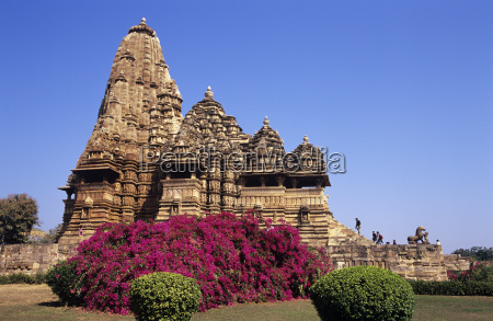 the exquisitely carved kandariya mahadeva temple