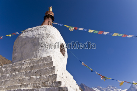 chorten khumbu everest region nepal himalayas