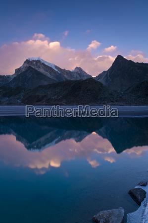 dudh pokhari lake gokyo solu khumbu