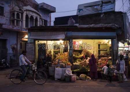 street greengrocers at night agra uttar
