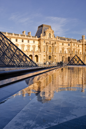 the pyramid at the louvre museum