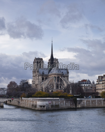 notre dame cathedral on the ile