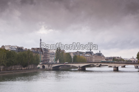 looking down the river seine in