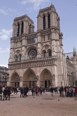 notre dame de paris cathedral on