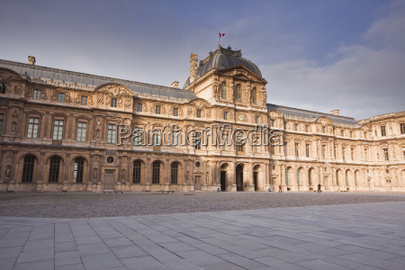 the musee louvre in paris france