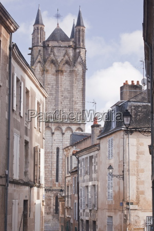 the small streets of poitiers with